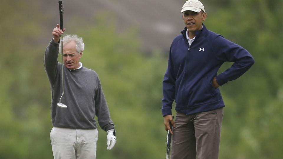 Pebisnis dan para tokoh politik kerap menghabiskan waktu bersama di Lapangan Golf